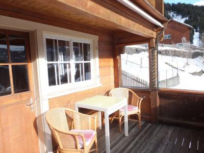 Sitzgelegenheiten auf dem Balkon im Winter
